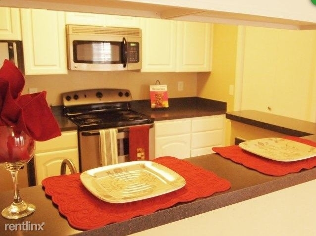 2 Bedrooms, Sugar Land Rental in Houston for $1,515 - Photo 1