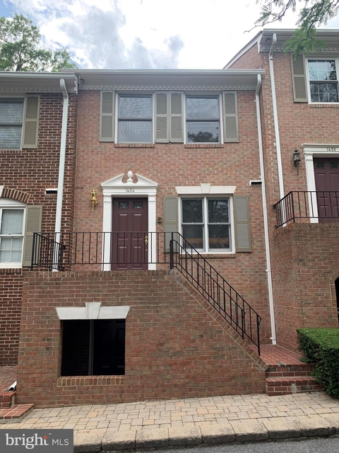 2 Bedrooms, Radnor - Fort Myer Heights Rental in Washington, DC for $3,500 - Photo 1