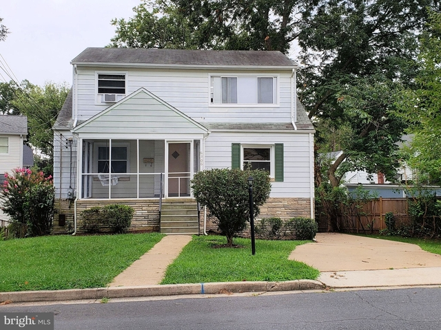 5 Bedrooms, East Falls Church Rental in Washington, DC for $3,400 - Photo 1