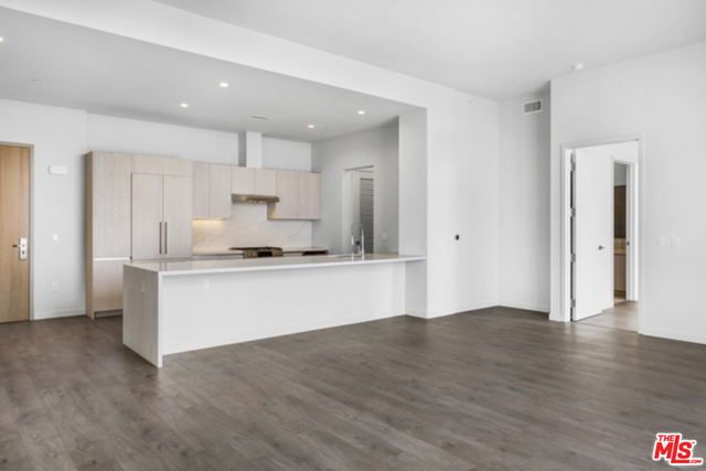 2 Bedrooms, Rancho Park Rental in Los Angeles, CA for $8,992 - Photo 1