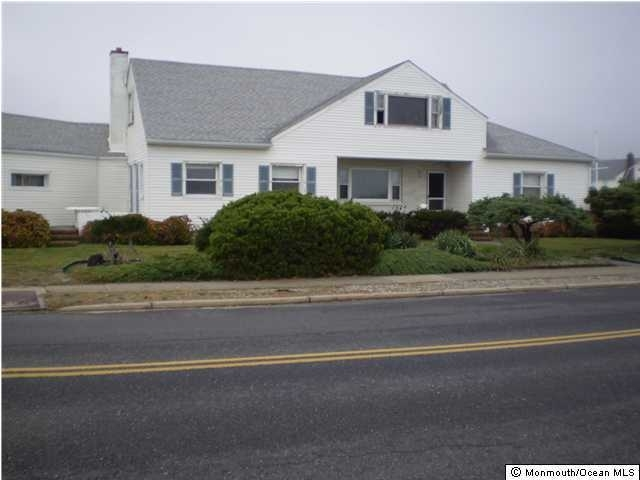 3 Bedrooms, Avon-by-the-Sea Rental in North Jersey Shore, NJ for $1,800 - Photo 1