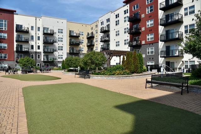 2 Bedrooms, York Rental in Chicago, IL for $3,230 - Photo 1