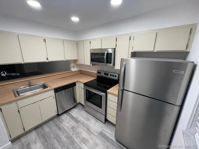 2 Bedrooms, Miramar Club Condominiums Rental in Miami, FL for $1,700 - Photo 1