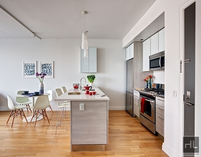 2 Bedrooms, Hell's Kitchen Rental in NYC for $6,196 - Photo 1