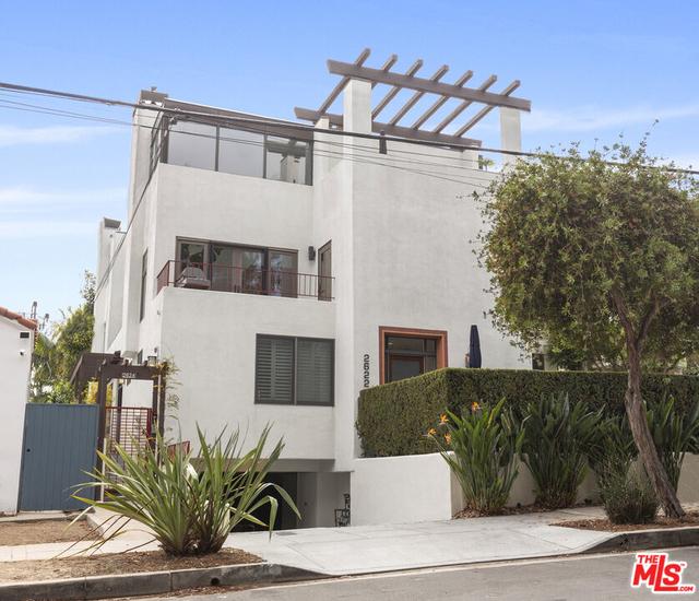 2 Bedrooms, Ocean Park Rental in Los Angeles, CA for $5,900 - Photo 1