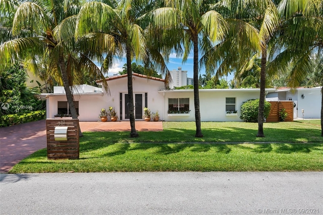 5 Bedrooms, Golden Shores Ocean Boulevard Estates Rental in Miami, FL for $8,400 - Photo 1