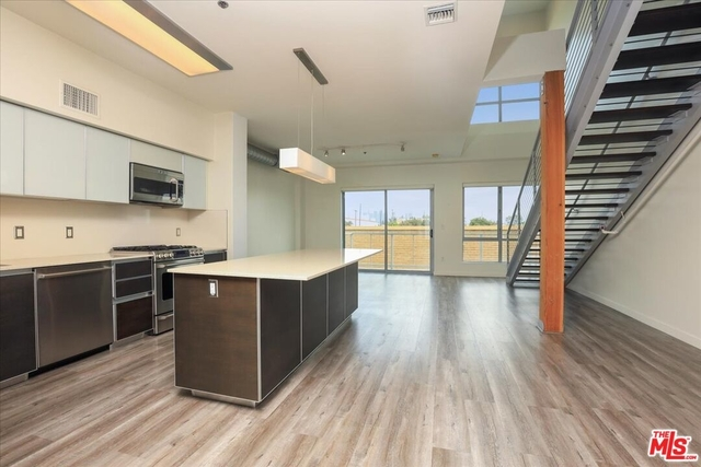 2 Bedrooms, West Los Angeles Rental in Los Angeles, CA for $5,000 - Photo 1