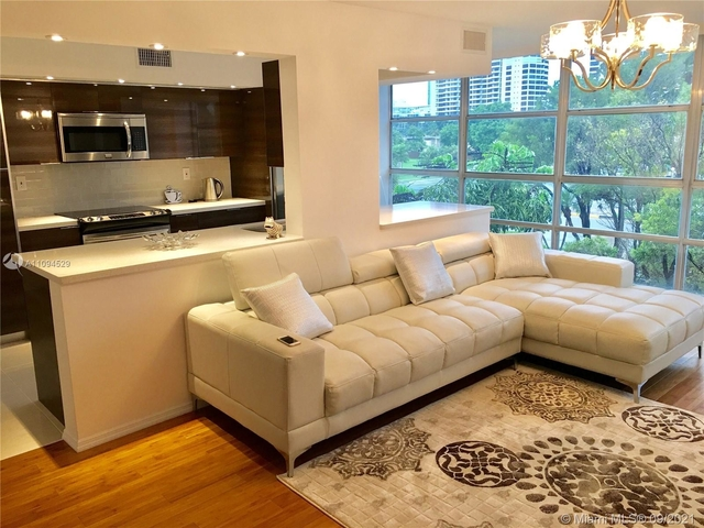 2 Bedrooms, Hallandale Beach Rental in Miami, FL for $2,200 - Photo 1
