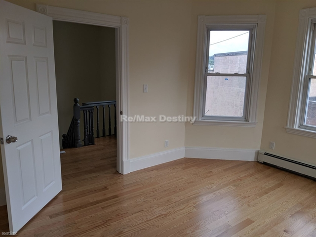 3 Bedrooms, Ward Two Rental in Boston, MA for $3,000 - Photo 1