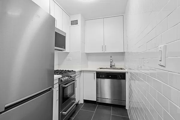 Studio, Sutton Place Rental in NYC for $3,138 - Photo 1