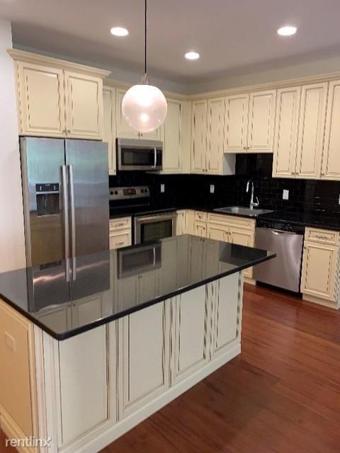 2 Bedrooms, Bergen Rental in NYC for $3,300 - Photo 1