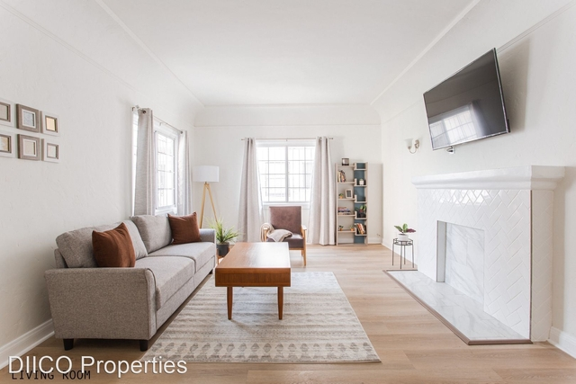 2 Bedrooms, Beverly Hills Rental in Los Angeles, CA for $3,350 - Photo 1