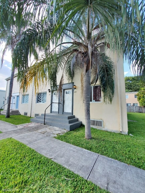 3 Bedrooms, Larchmont Gardens Rental in Miami, FL for $2,000 - Photo 1