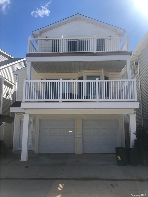 3 Bedrooms, West End Rental in Long Island, NY for $3,200 - Photo 1