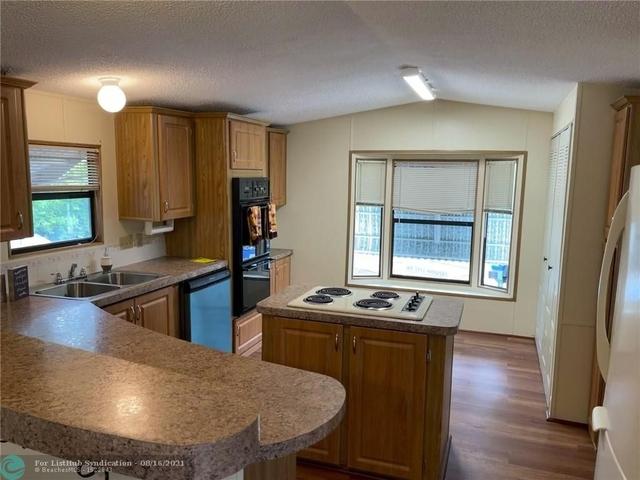 2 Bedrooms, Davie Rental in Miami, FL for $1,700 - Photo 1