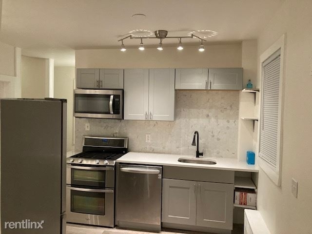 3 Bedrooms, Greenwich Rental in  for $3,650 - Photo 1