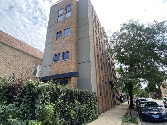 2 Bedrooms, West Town Rental in Chicago, IL for $2,400 - Photo 1