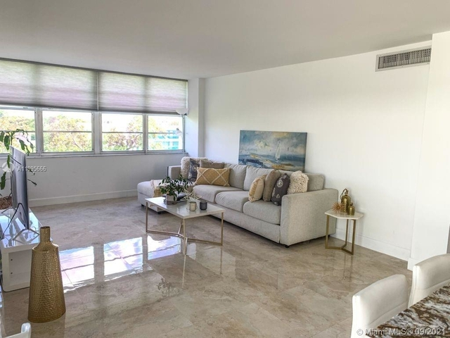 2 Bedrooms, Banyan Bay Apartments Rental in Miami, FL for $3,600 - Photo 1