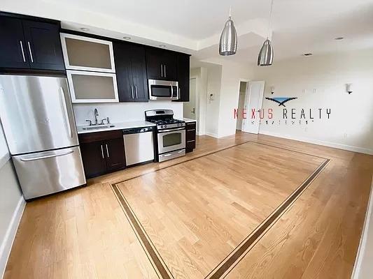 2 Bedrooms, Astoria Rental in NYC for $2,700 - Photo 1