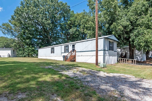 2 Bedrooms, Wake Rental in Raleigh-Durham, NC for $1,000 - Photo 1