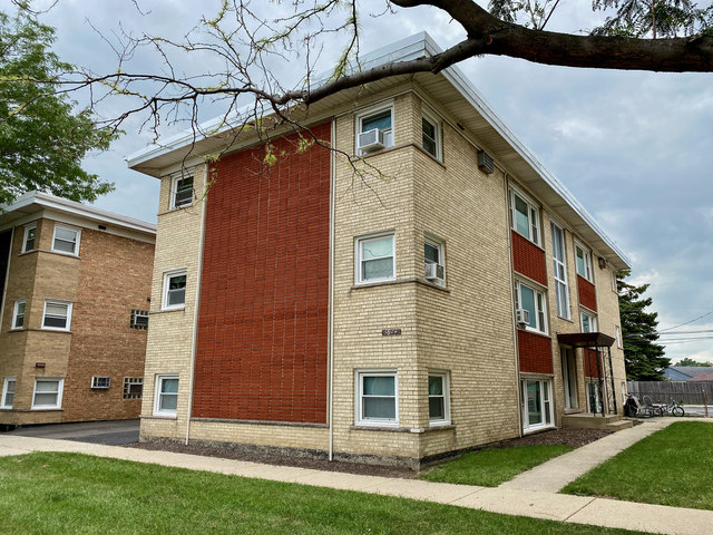 2 Bedrooms, Schiller Park Rental in Chicago, IL for $1,100 - Photo 1