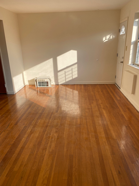3 Bedrooms, Dyker Heights Rental in NYC for $2,100 - Photo 1