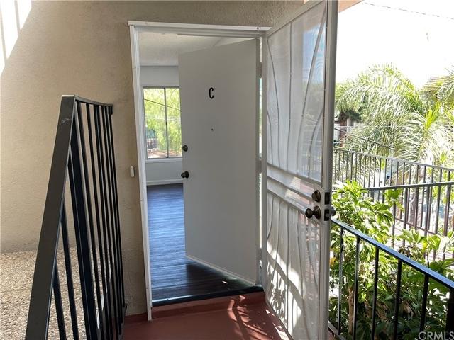 2 Bedrooms, Hilltop Rental in Los Angeles, CA for $2,595 - Photo 1
