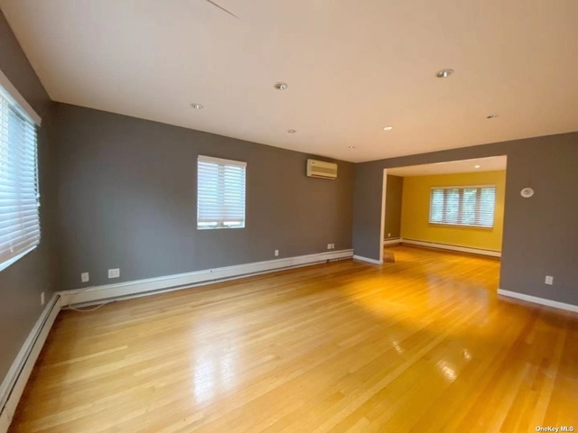 2 Bedrooms, New Hyde Park Rental in Long Island, NY for $2,800 - Photo 1
