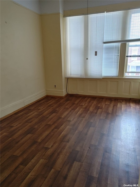 3 Bedrooms, Glendale Rental in NYC for $2,300 - Photo 1