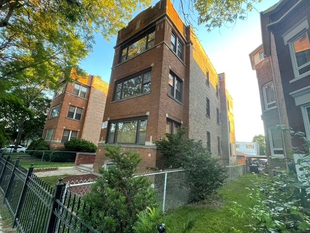 2 Bedrooms, Gresham Rental in Chicago, IL for $1,300 - Photo 1