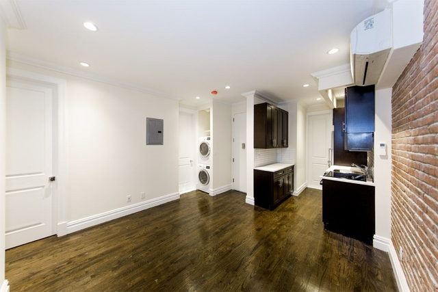 3 Bedrooms, East Village Rental in NYC for $6,233 - Photo 1