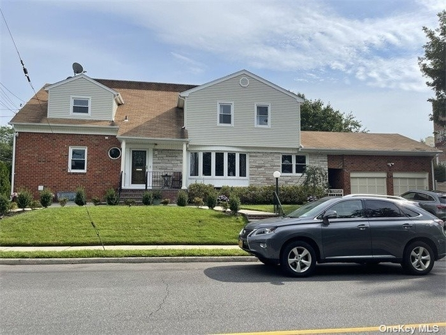 2 Bedrooms, Great Neck Plaza Rental in Long Island, NY for $3,200 - Photo 1