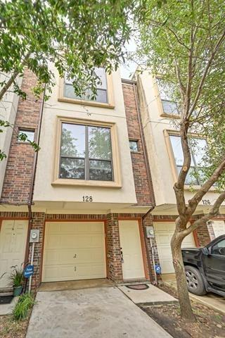 2 Bedrooms, Heart of Arlington Rental in Dallas for $1,400 - Photo 1