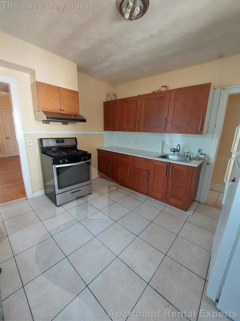 3 Bedrooms, Oak Grove Rental in Boston, MA for $2,500 - Photo 1