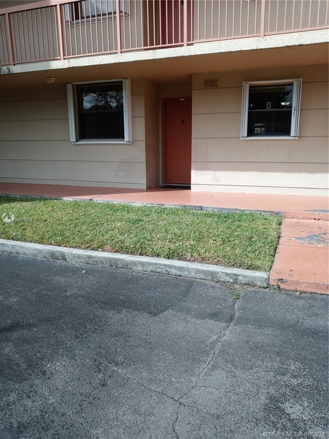 2 Bedrooms, Fontainebleau Park West Rental in Miami, FL for $1,900 - Photo 1