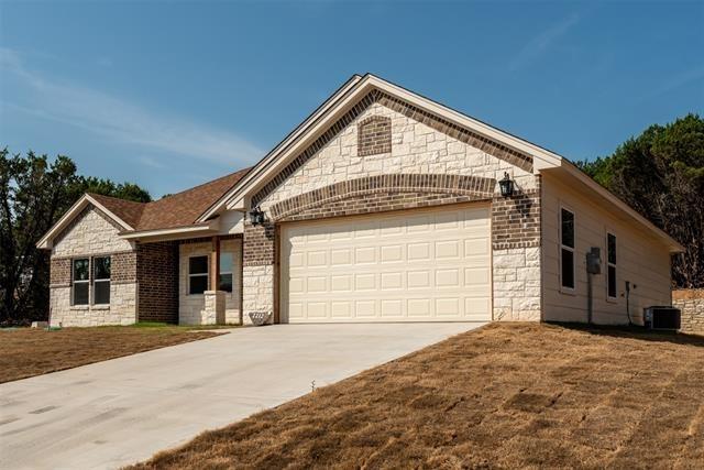 3 Bedrooms, Granbury East Rental in Granbury, TX for $2,000 - Photo 1