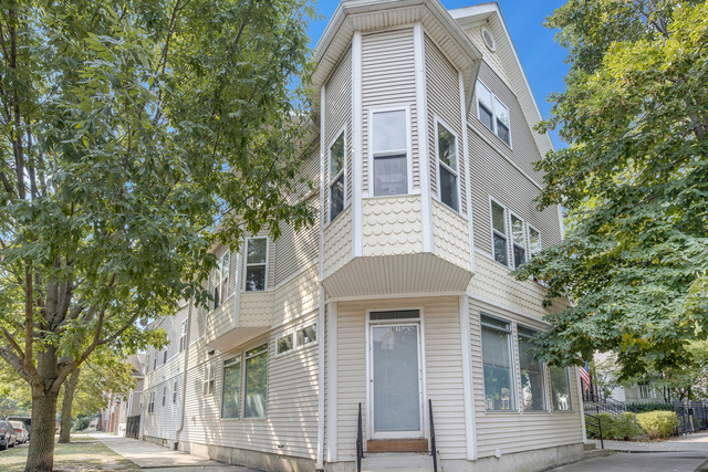 3 Bedrooms, Roscoe Village Rental in Chicago, IL for $2,440 - Photo 1
