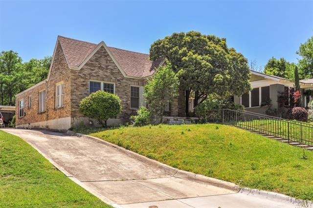 2 Bedrooms, Arlington Heights Rental in Dallas for $2,500 - Photo 1
