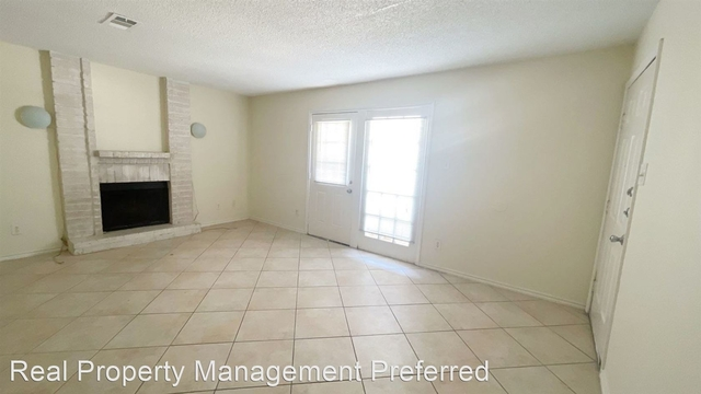 2 Bedrooms, Humble Rental in Houston for $950 - Photo 1