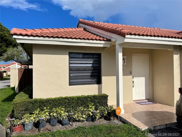 2 Bedrooms, Villa Homes at The Moors Rental in Miami, FL for $2,300 - Photo 1