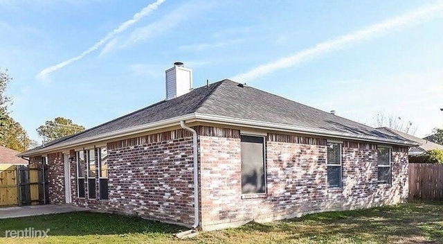 3 Bedrooms, Overlook Rental in Dallas for $2,040 - Photo 1