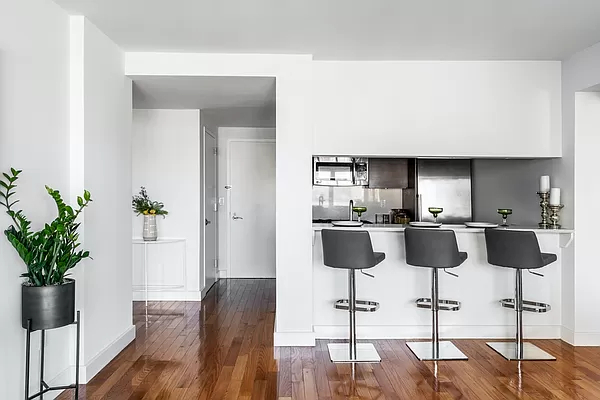 2 Bedrooms, Chelsea Rental in NYC for $6,705 - Photo 1