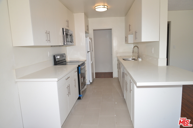 2 Bedrooms, Beverly Hills Rental in Los Angeles, CA for $4,500 - Photo 1