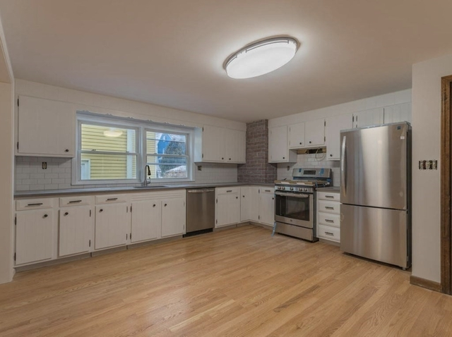 3 Bedrooms, Teele Square Rental in Boston, MA for $3,000 - Photo 1