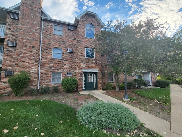 2 Bedrooms, Liberty Square Rental in Round Lake Beach-McHenry-Grayslake, IL-WI for $1,200 - Photo 1