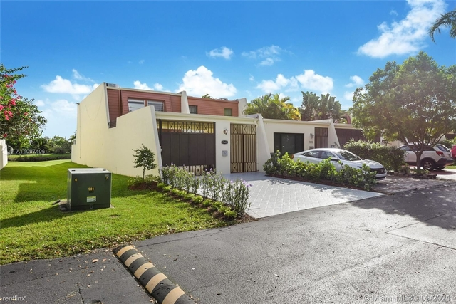 3 Bedrooms, Sunset Park Lake Villas Rental in Miami, FL for $3,500 - Photo 1