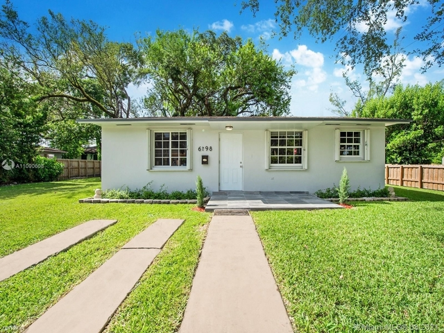 3 Bedrooms, Pines Rental in Miami, FL for $3,000 - Photo 1