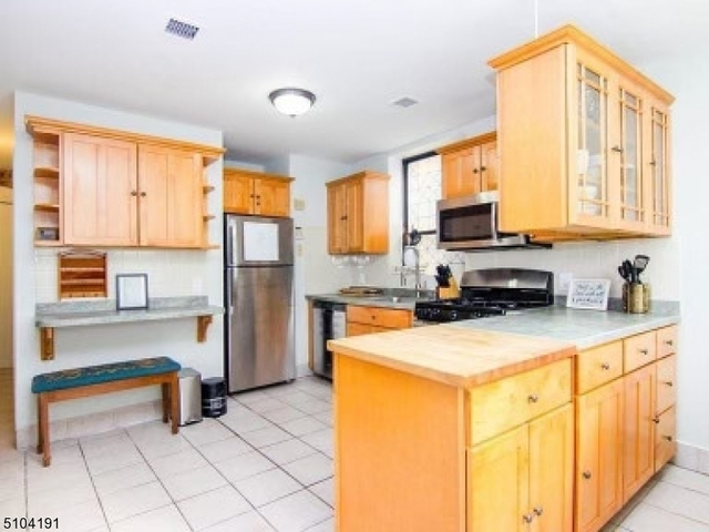 2 Bedrooms, McGinley Square Rental in NYC for $2,000 - Photo 1