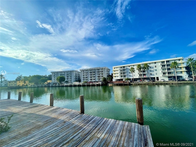 2 Bedrooms, Isle of Normandy Ocean Side Rental in Miami, FL for $2,250 - Photo 1