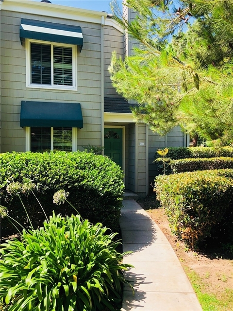 2 Bedrooms, Huntington Beach Rental in Los Angeles, CA for $2,700 - Photo 1